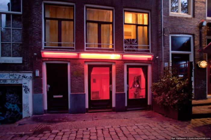 red_light_district_amsterdam_08